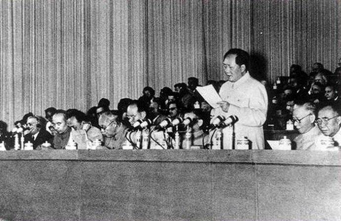 中共第八次全国代表大会举行