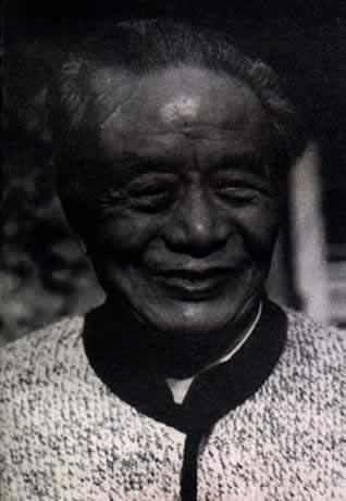 诗人艾青逝世