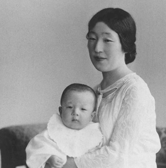 日本昭和天皇香淳皇后逝世